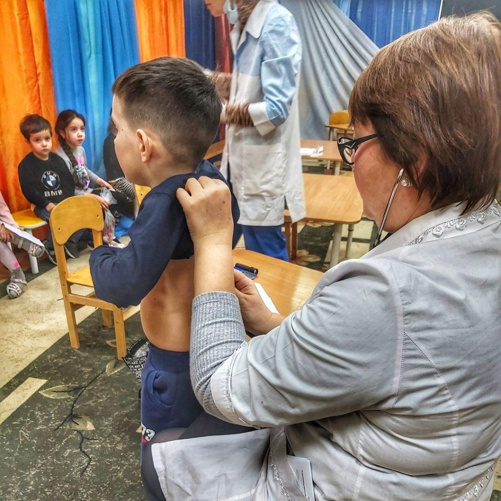 В наш детский сад приходили в гости  врачи из ЦГБ, для проведения ежегодного медосмотра. 😊👩⚕️ Врачи помогают И взрослым, и детям, Как самые добрые Люди на свете. Врачи облегчают Страданья вокруг. За это «спасибо» Скажи им, мой друг! 👩⚕️🙏